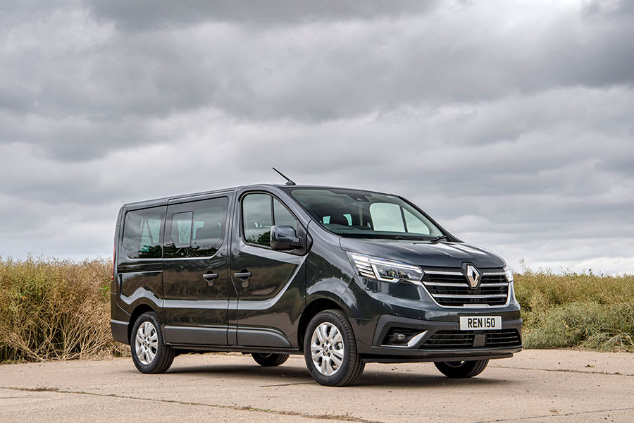 New-Renault-Trafic-Passenger1