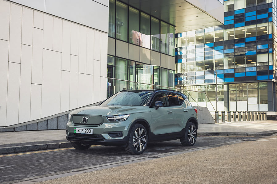 Volvo XC40 Recharge new trims side angle