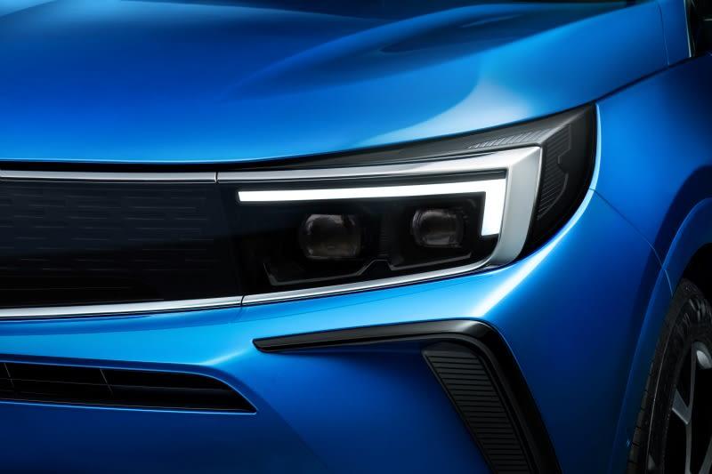Vauxhall Grandland SUV LED Headlights