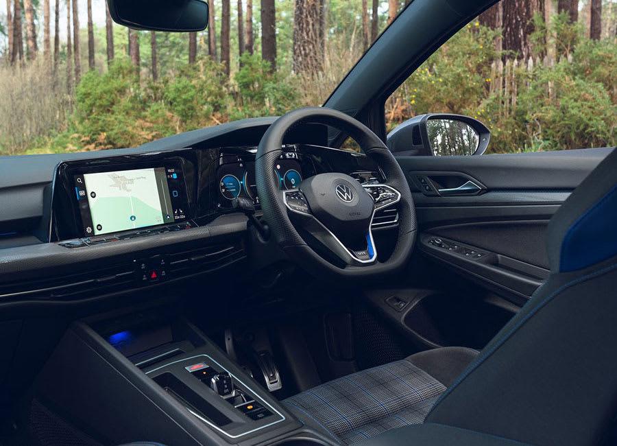 VW Golf GTE interior