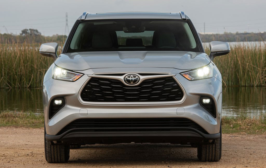 Toyota Highlander front view