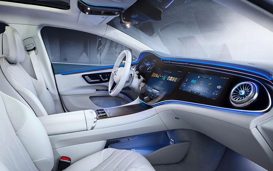 Flagship-Mercedes-Benz-EQS-3