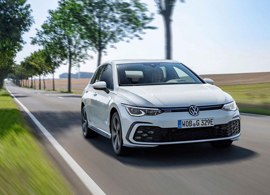 VW Golf GTE moving
