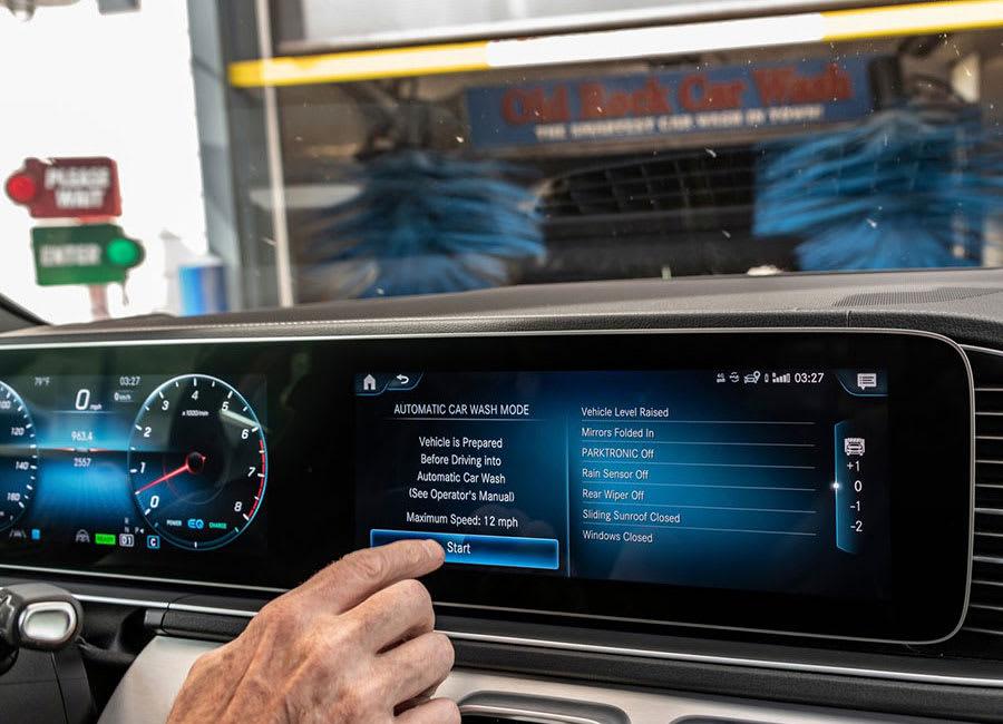 Mercedes-Benz GLS touchscreen