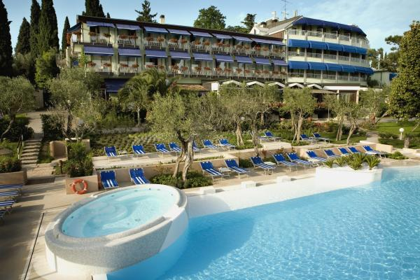 Hotel olivi sirmione for Hotels in lake garda with swimming pool