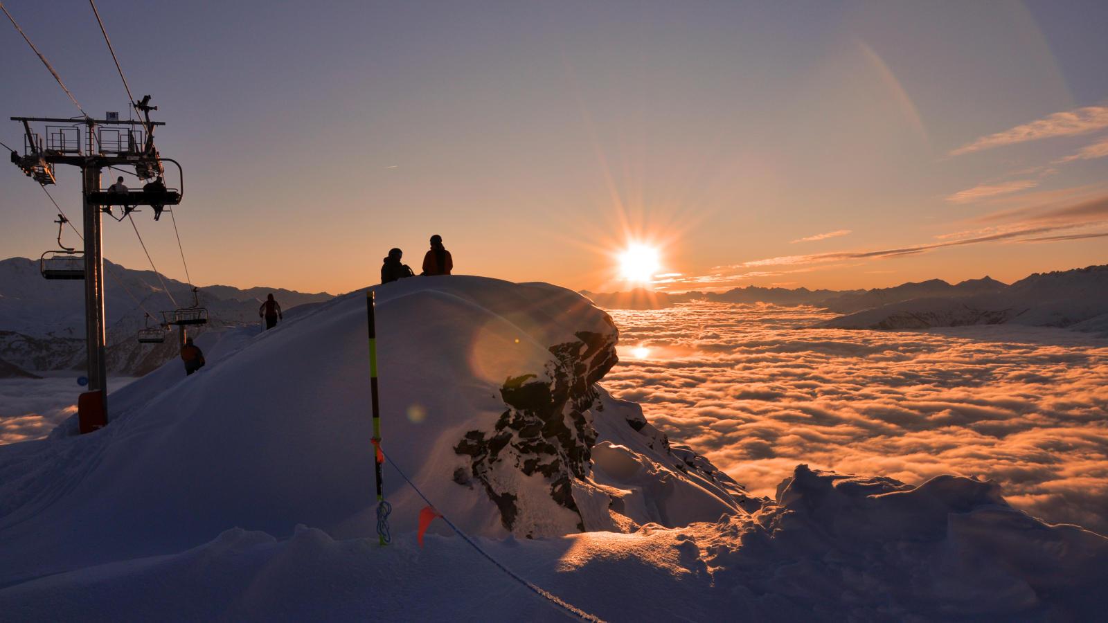 http://res.cloudinary.com/holiday-images/image/upload/q_75,w_1600,h_900,c_fill,fl_keep_iptc/v1373553384/france/la_rosiere/images/resort_la_rosiere_8.jpg