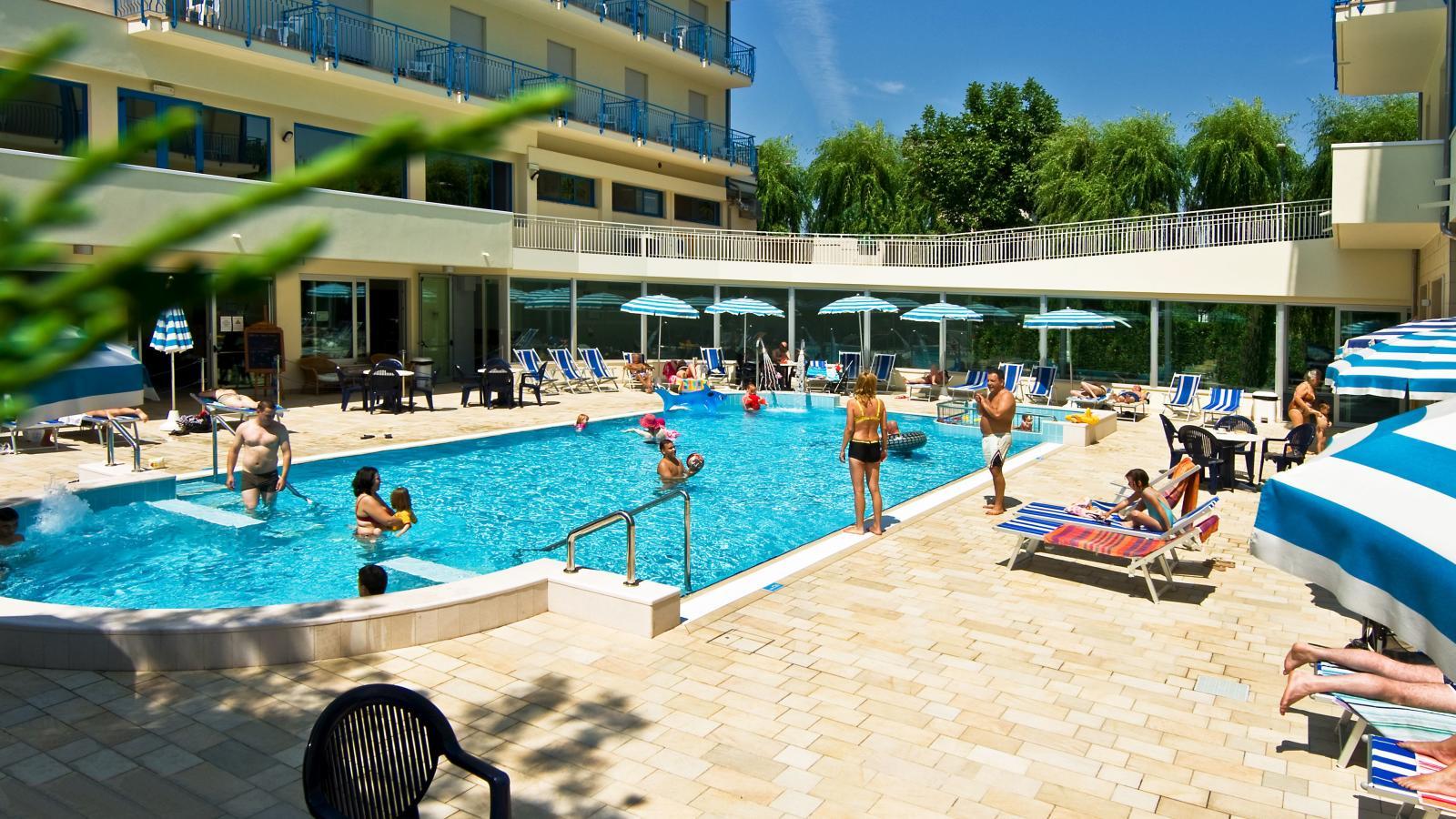 Venetian Wedding piscina