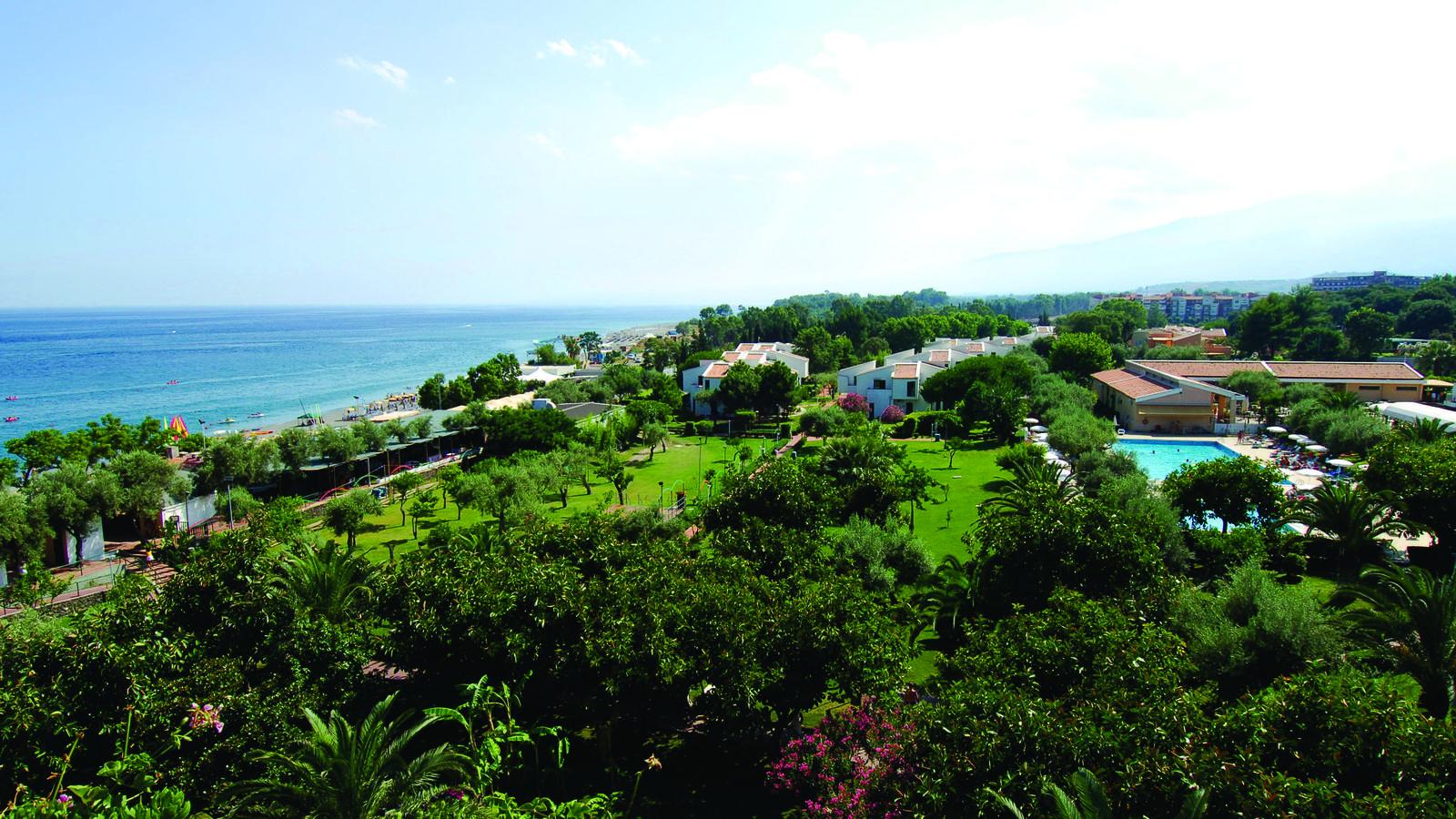 Naxos beach villette h b giardini naxos for Giardini naxos sicilia