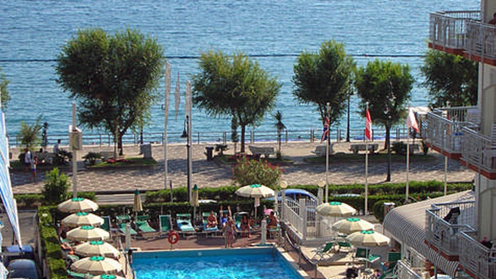 hotel pietra di luna maiori amalfi coast holidays. Black Bedroom Furniture Sets. Home Design Ideas