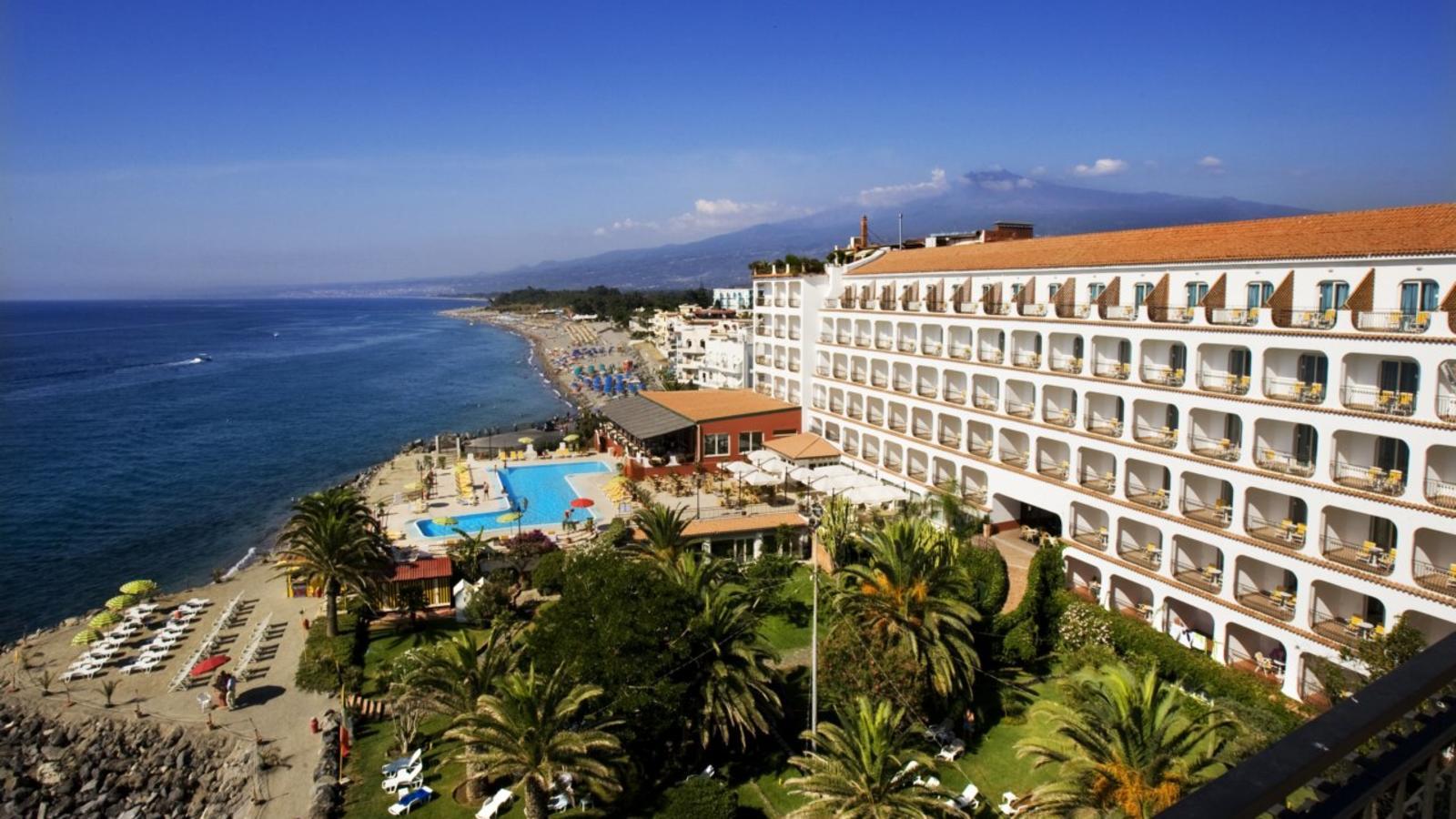 Hotel hilton giardini naxos sicily holidays for Giardini naxos sicilia