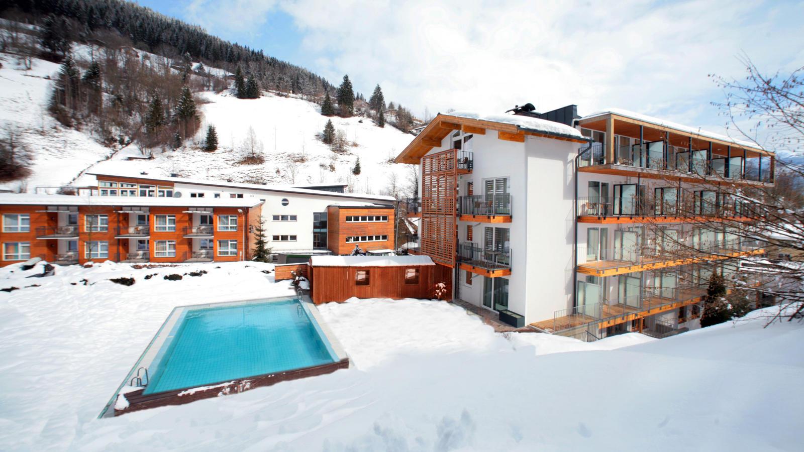 Ski austria zell am see hotel waldhof ski holidays for Designhotel zell am see