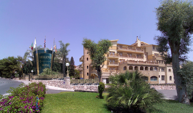 4 hellenia yachting hotel giardini naxos sicily for Giardini naxos sicilia
