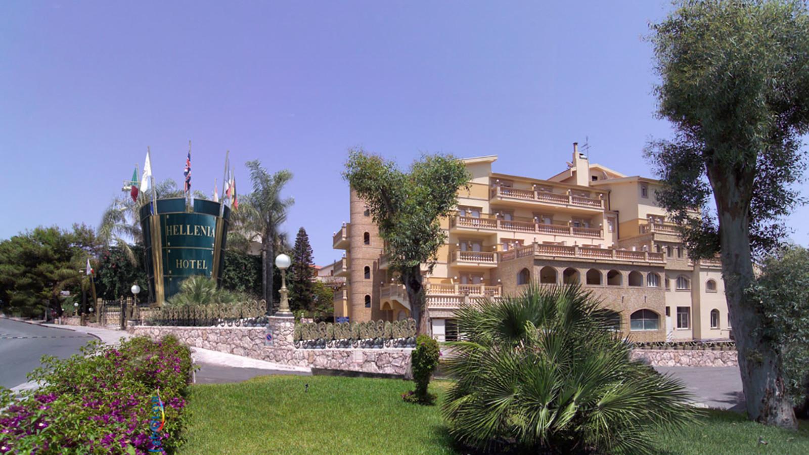 4 hellenia yachting hotel giardini naxos sicily topflight - Hotel la riva giardini naxos ...