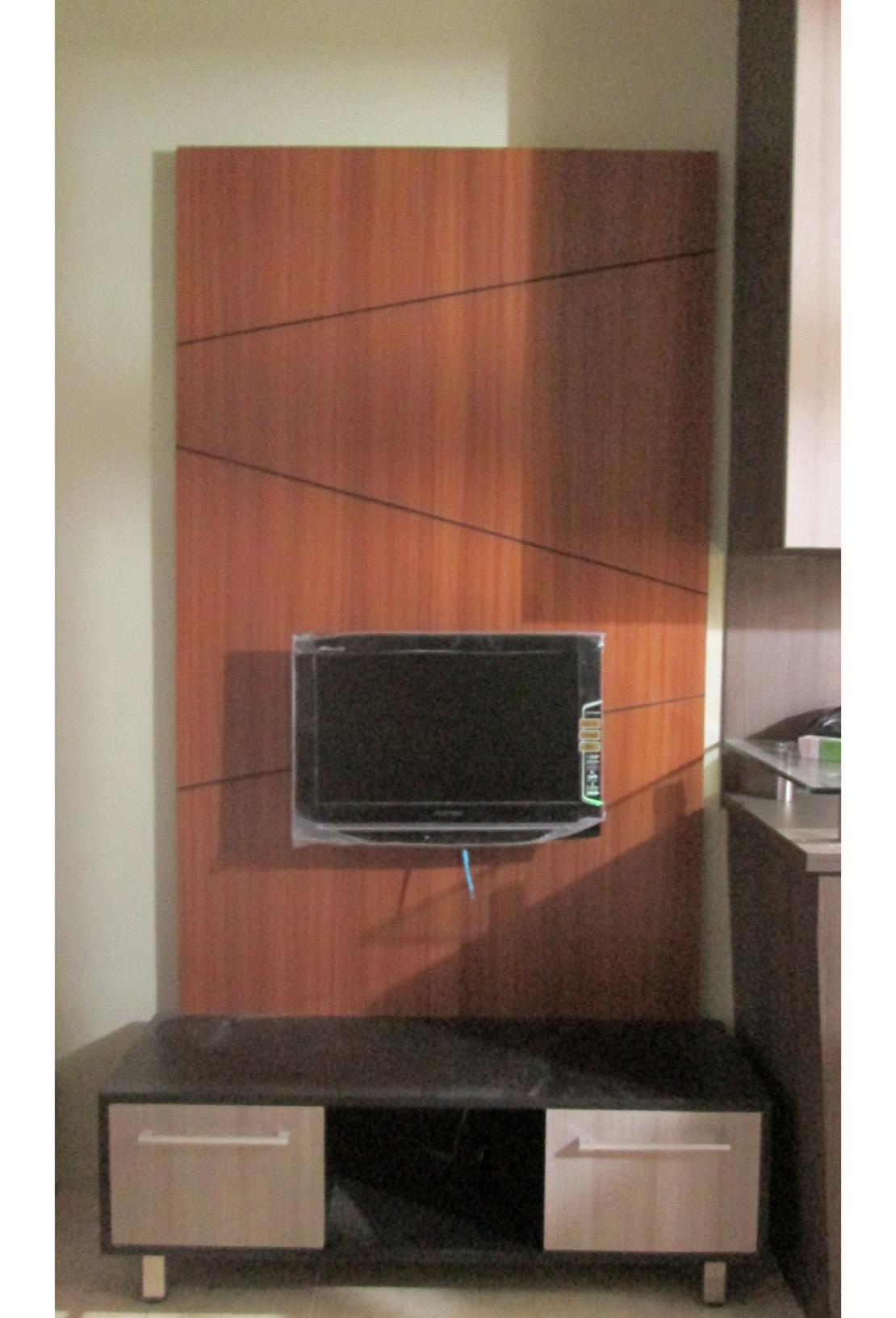 Wooden Television Backdrop | SARAÈ