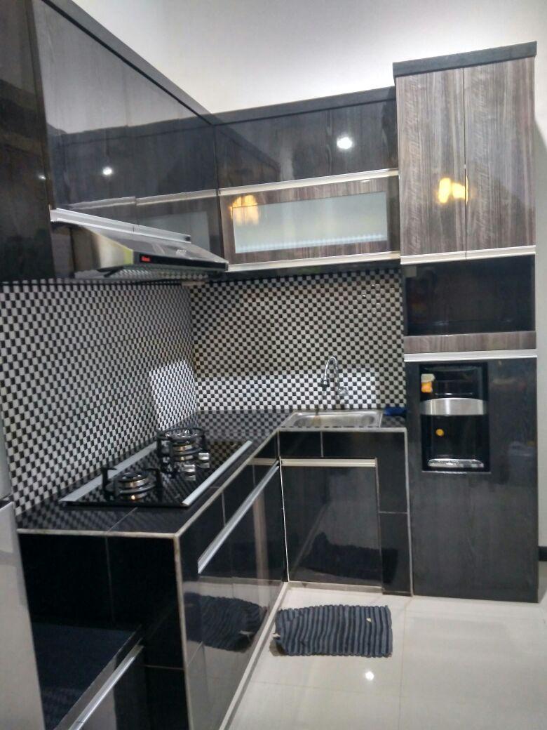 Minimalist Black Kitchen | SARAÈ