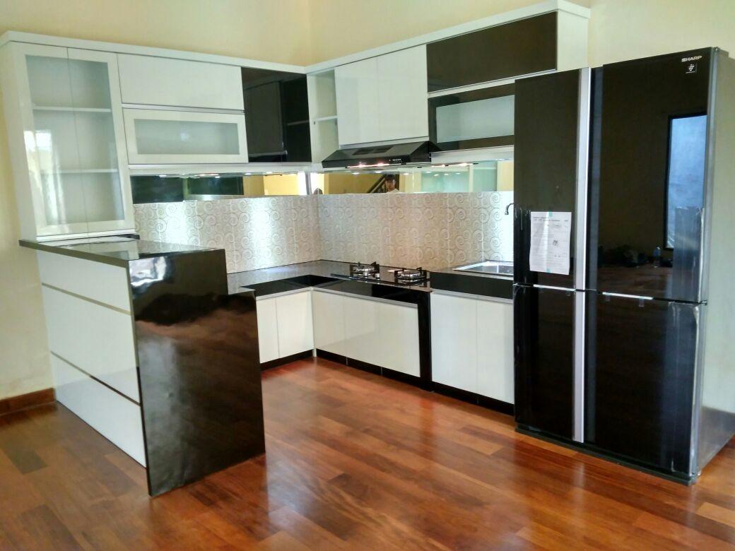 White Elegant Kitchen | SARAÈ