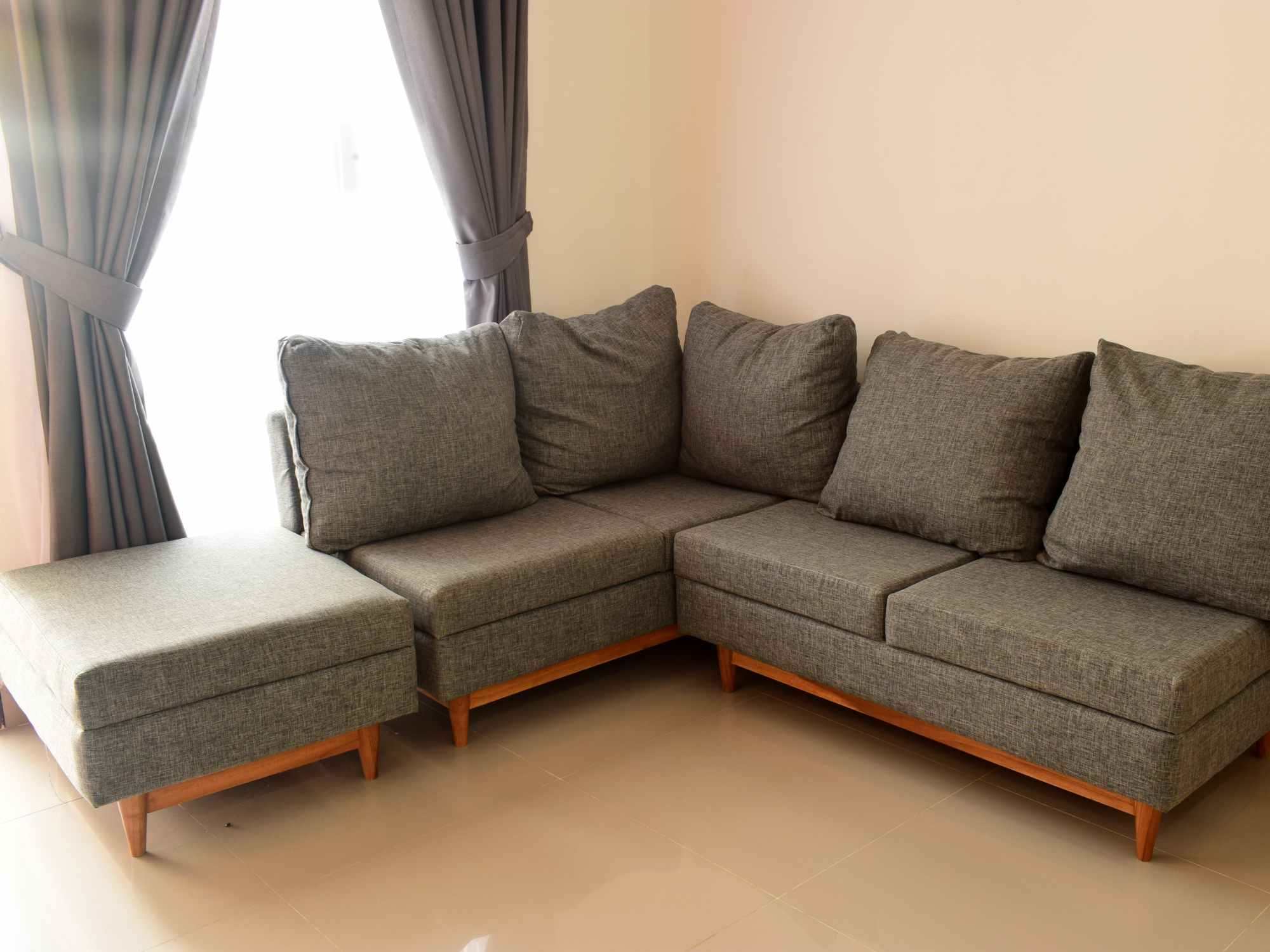 5 Desain Sofa Ruang Keluarga | SARAÈ