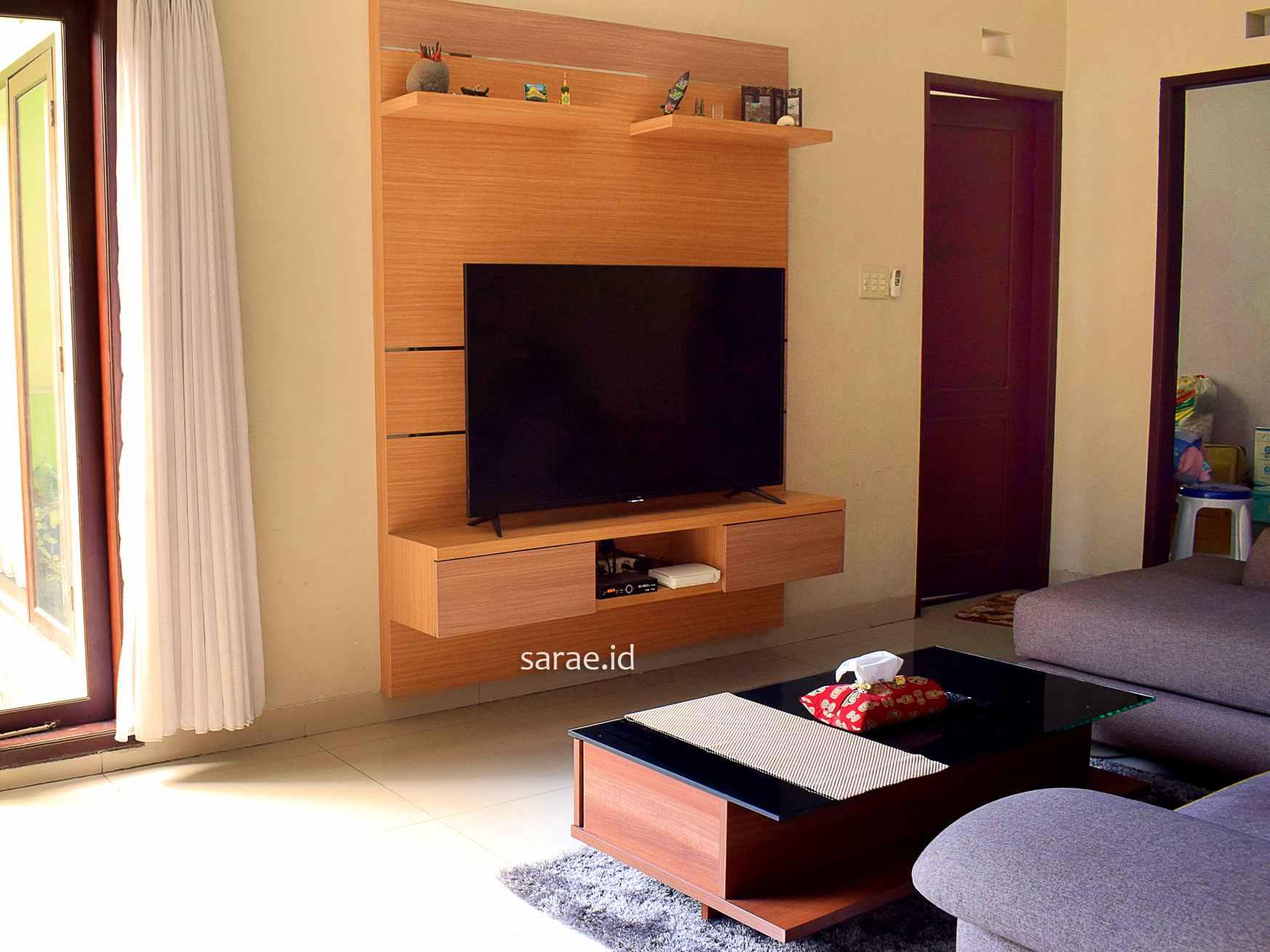 10 Desain Backdrop TV Minimalis | SARAÈ