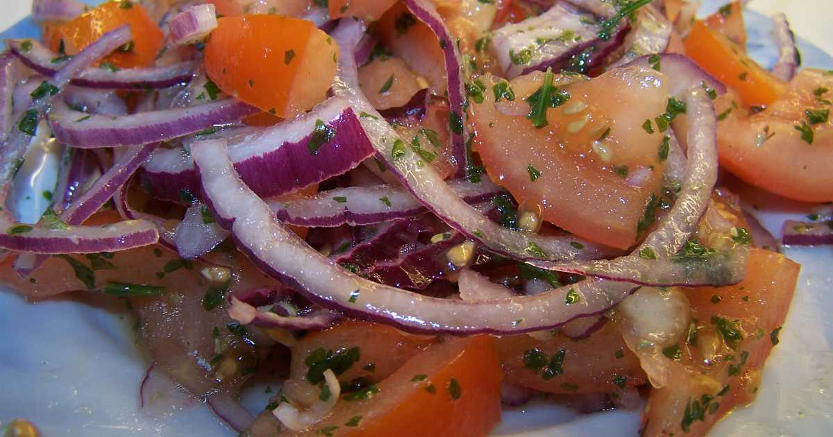 tomat och löksallad
