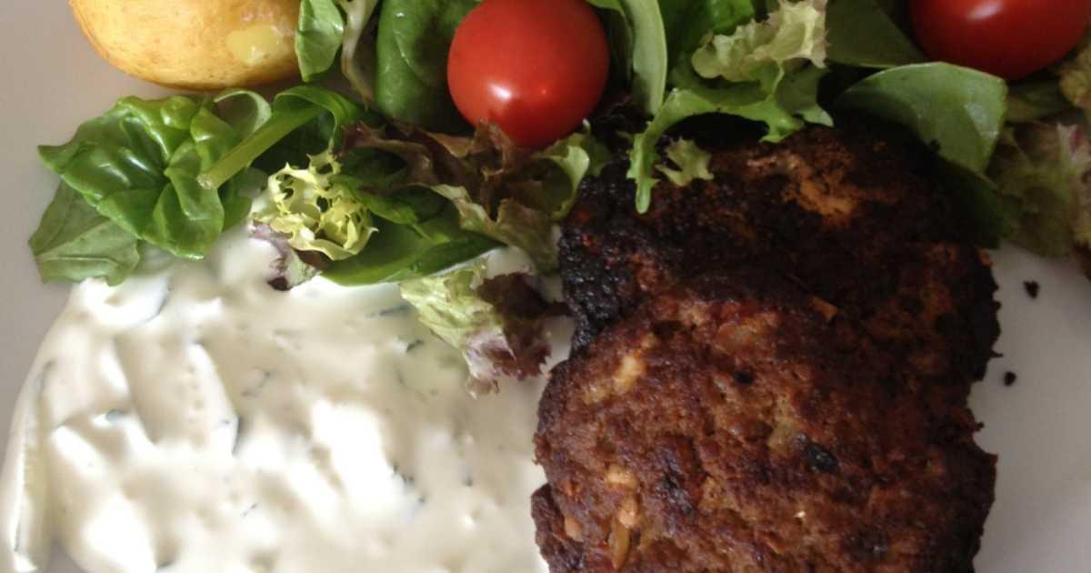 köttfärsbiffar med fetaost och soltorkade tomater