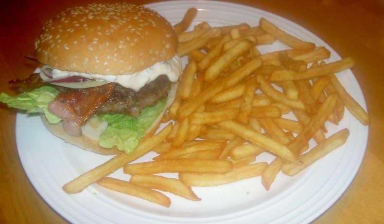 hemmagjorda hamburgare på blandfärs