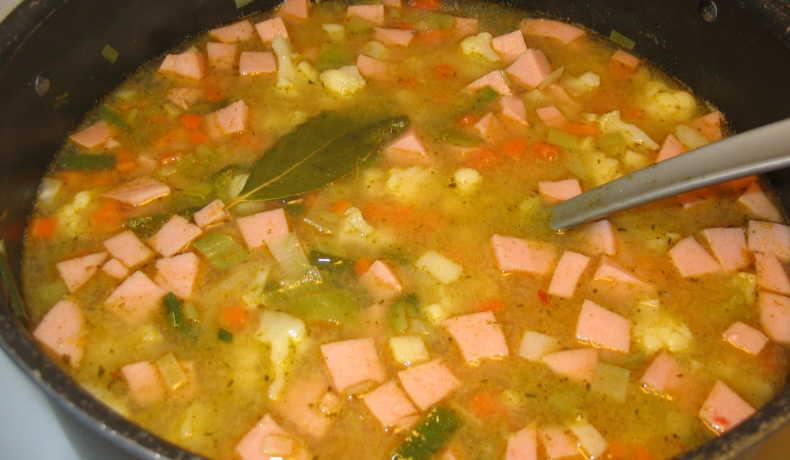 Soppa med falukorv