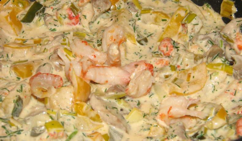 krämig pasta med räkor och kräftstjärtar