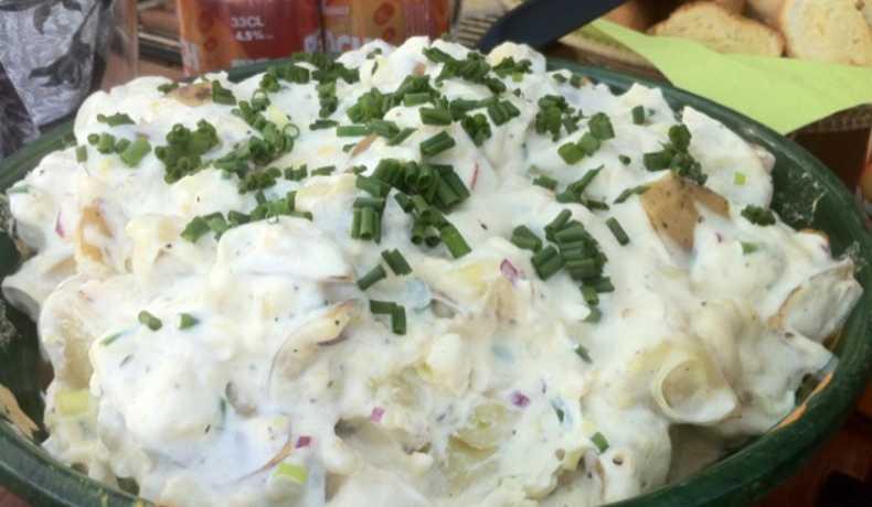 potatissallad creme fraiche purjolök