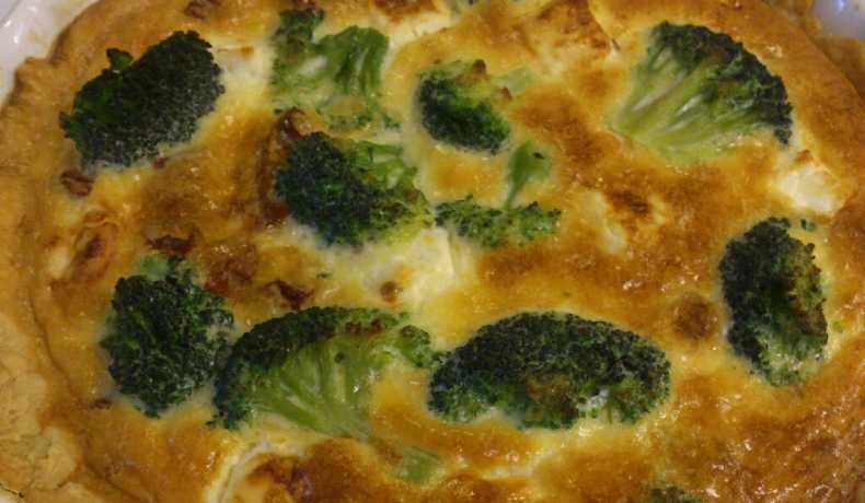 paj med broccoli och fetaost