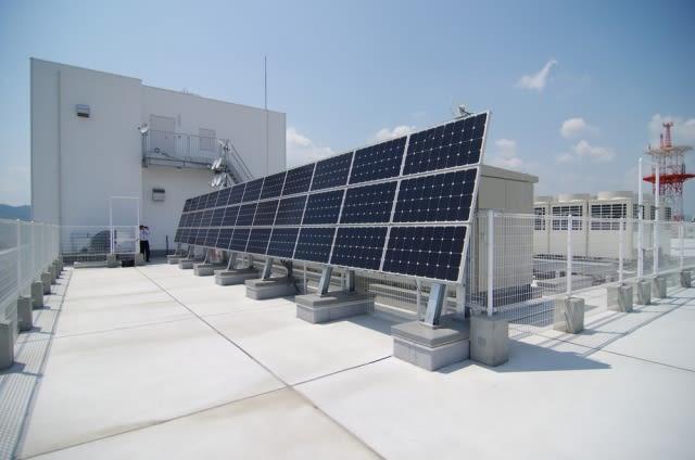 「屋根は簡単にはつぶれない~太陽光設備と屋根の耐久度~」