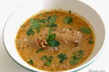 Soupe de poulet aux noix