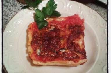 Tarte à la tomate , mozzarella et aux anchois marinés au piment
