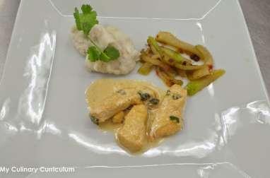 Poulet mariné au citron vert, purée de taro et chayotte poêlée au miel et baies roses