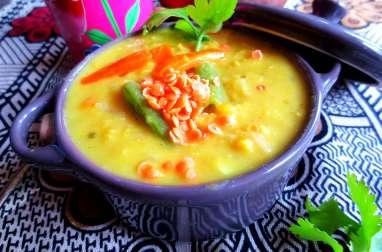 Soupe de Lentilles Corail et Légumes au Lait de Coco