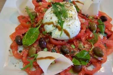 Carpaccio de tomates et mozzarella buffala, thym et origan, pétales de Grana Padano