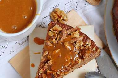Moelleux aux dattes, fève tonka, noix et caramel beurre salé
