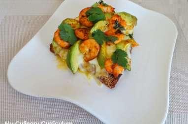 Bruschetta crevettes, avocats, curry et mozzarella