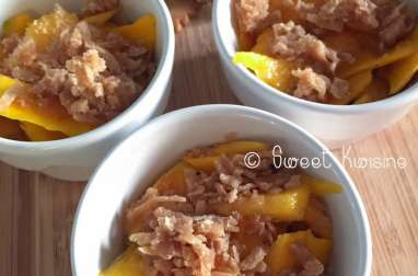 Le crumble aux abricots-pays au coco et sablés à l'épeautre