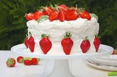 Layer cake aux fraises, chantilly au citron