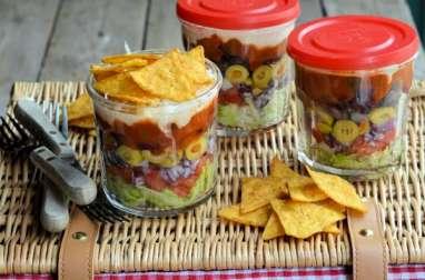 Salade composée tomates, aubergines frites, tortilla, coriandre - vegan, sans gluten