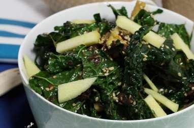 Salade de chou palmier aux oignons caramélisés et sésame