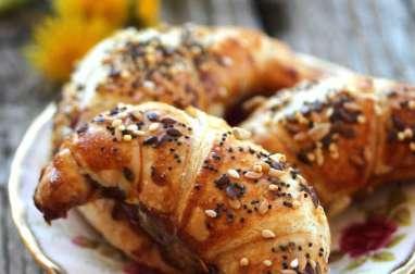 Croissants aux graines à la marmelade aux fraises