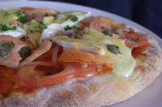 Pizza au saumon, mayonnaise à l'aneth