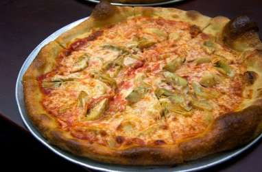 Pizza aux coeurs d'artichauts, anchois et mozzarella