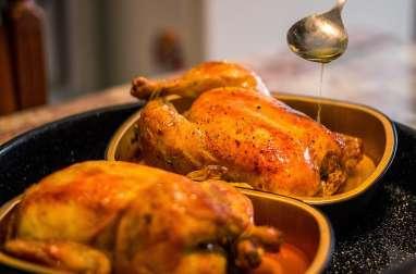 Poulet farci aux foies de volaille, fines herbes, sauce beurre et crème