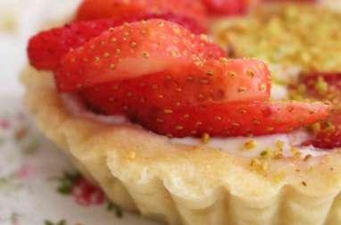 Tartelettes aux fraises sur une ganache de chocolat blanc