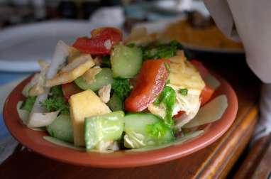 Salade complète, la fattouche aux légumes du soleil et pita (Liban)