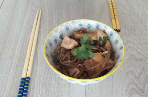 Porc caramélisé aux nouilles soba
