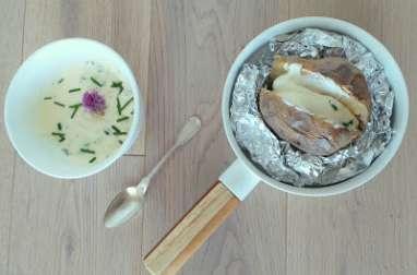 Pommes de terre au four et crème à la ciboulette