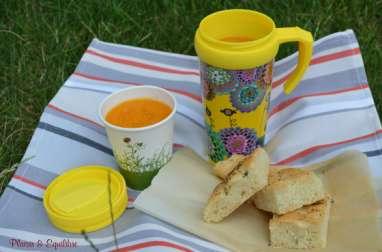 Soupe glacée de carotte, ananas et cumin accompagnée d'une focaccia au thym